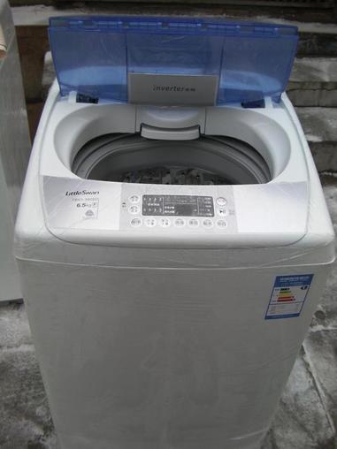 转让小天鹅荣事达美的全自动波轮洗衣机全新商场样机